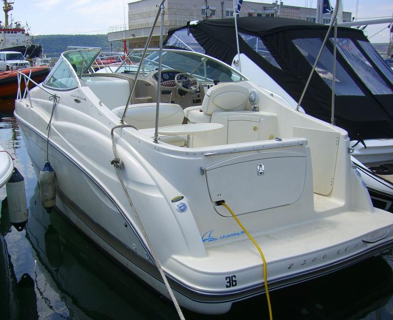Моторна яхта Maxum 25 SCR