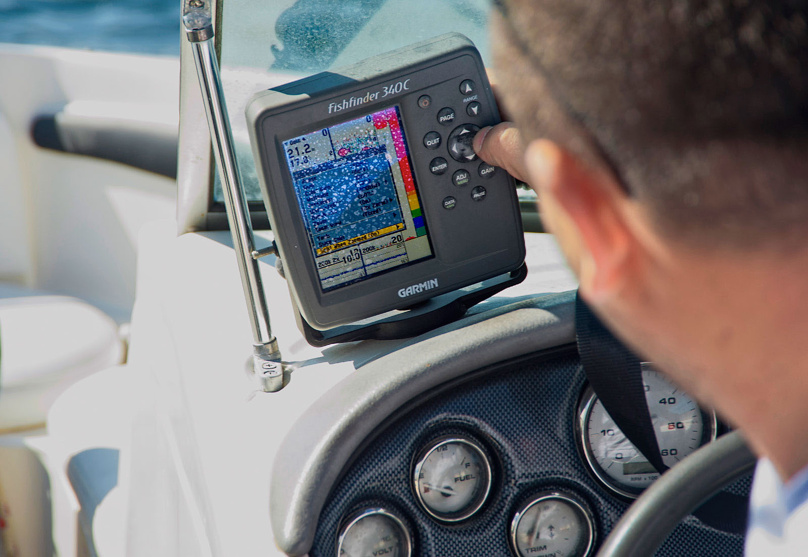 Моторна яхта Monterey 180FS